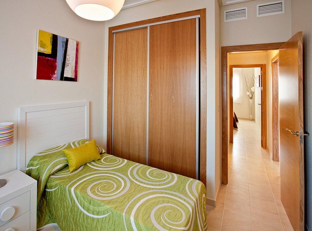 slaapkamer2 met inbouwkast